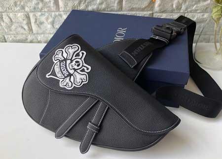 Dior Stussy蜜蜂图案粒面触感牛皮革饰面黑色提花马