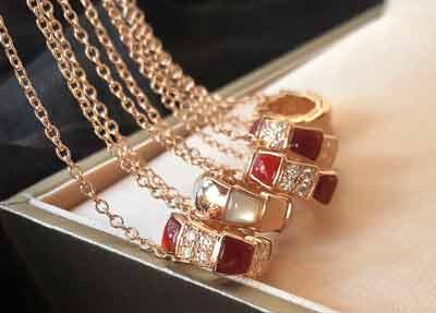 宝格丽经典设计蛇骨项链,闪闪发光!